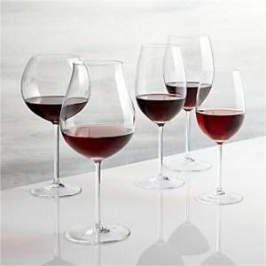 vineyard-red-wine-glasses